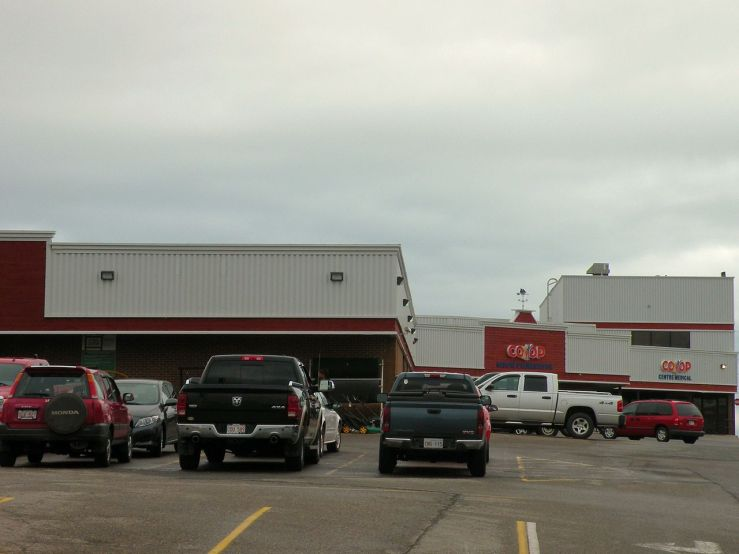 1280px-Magasin_Coopérative_Caraquet